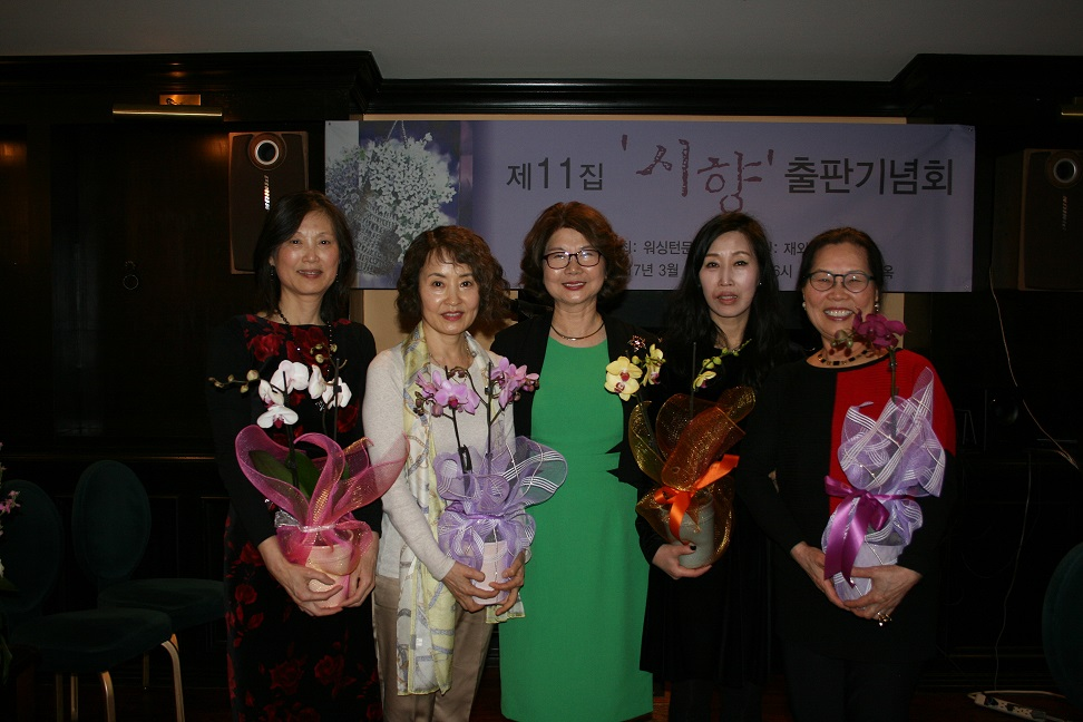 IMG_2215문인회 편집위원장들.jpg